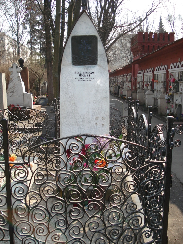 grave_of_anton_chekhov_1